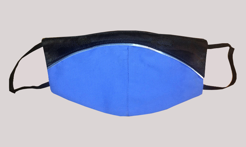 Maske Blau mit schwarzem Besatz