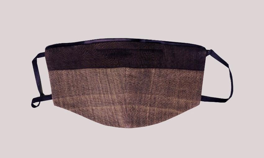 Maske Ikat rehbraun mit Besatz